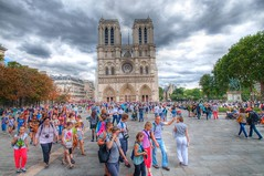 Paris au mois d'aot 1 (marcovdz) Tags: summer paris france tourism august tourists notredame t tourisme aot touristes 1rawhdr