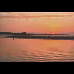 Dunkerque, sur la plage (Zed The Dragon) Tags: ocean light sea sky reflection birds port french geotagged effects photography 50mm iso200 photo flickr minolta photos sony dune full reflet f90 frame fullframe alpha nuit plage postproduction franais sal dunkerque nord zed malo malolesbains oiseaux francais merdunord lightroom terminus effets 24x36 a850 sonyalpha leffrinckoucke hpexif 0017sec maloterminus dslra850 alpha850 zedthedragon