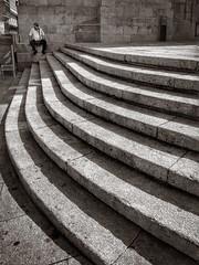 A la sombra (EXPLORE Sep 12, 2016 #281) (jfraile (OFF/ON slowly)) Tags: escalera sombra curva vigo concatedral santamaria jfraile javierfraile street streetphotography