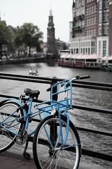 Bike at canal in Amsterdam 6 (Amselchen) Tags: bicycle amsterdam canal bokeh dof depthoffield city travel fuji fujinon fujifilm fujifilmx fujifilmxseries xt10 xf35mmf14r color