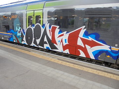 121 (en-ri) Tags: opak sdk crew arrow zombie soldato soldier rosso bianco blu train torino graffiti writing