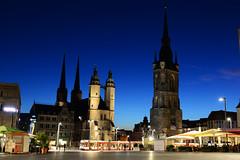 Halle (Saale) bei Nacht (kalakeli) Tags: nightshots nachtaufnahmen longexposure langzeitbelichtung bluehour blauestunde halle saale hallesaale halleandersaale marktplatz roterturm
