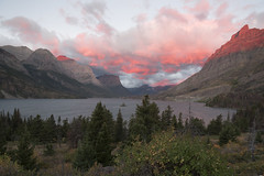 Wild Goose Island Sunrise (T0msta) Tags: glacier nationalpark sunrise lake island wild goose nature outdoor montana mountains cloud