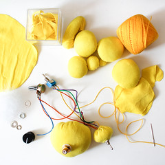 Testes eletrnica (liviachagasfeliciano) Tags: eletronica bolas texteis textil embroidery