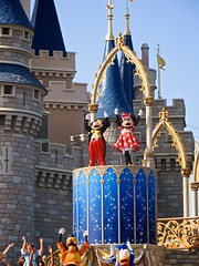 IMG_1635 (AlexGoldman) Tags: goofy canon orlando unitedstates florida magic dream july kingdom disney powershot disneyworld mickeymouse fl minniemouse wdw waltdisneyworld walt donaldduck themepark magickingdom fantasyland 2012 orlandofl centralflorida orlandoflorida cinderellacastle baylake dreamalongwithmickey magickingdompark sx260 july2012 canonpowershotsx260 canonsx260