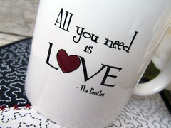 ...because: ALL YOU NEED IS LOVE! (**DASDE Artes!**) Tags: beatles keepcalm mugrug canecadeporcelana tapetedecaneca