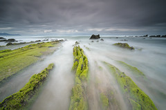 Barrika (Only Raw) (XavierSam) Tags: mar tokina nubes rocas lightroom marinas d300 xaviersam bigstopper singhraydarylbensonnd3revgrad onlyraw leebigstopper carlosjteruel polarizadorlee105