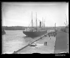 SS CERAMIC departing the White Star Line wharf at Millers Point, 1920-1939