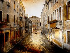 Venecia, Venice 008 (www.ignaciolinares.com) Tags: venecia venice venezia gondola canales sanmarcos feniche campanile ilduomo eldoge vaporetto veneto italia