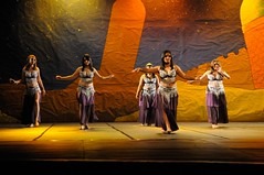 As Mil e Uma Noites - Coreo01 - Dana do Ventre (danicamargodv) Tags: danadoventrecampinas danadoventre bellydance danzadelvientre danarabe arabicdance danaorientalrabe middleeasterndance danicamargo shakira solodepercusso percussionsolo derbaque darbuka derbake tabla estiloclassico classicstyle shimmie shimmy vuleque fanveil vuwing wingveil vu veil vus veils espada sword candelabro candelabrum snujs zills platillos cimbalos fingercymbals cimbales taas candleglass pandeiro tambourine pandereta curso aula aulas workshop escola especializao aperfeioamento iniciante campinas valinhos vinhedo
