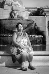Enjoy Life (Jan Moons) Tags: madrid smile lady happy bw blackandwhite fountain sun smiling woman beautiful street sculpture outdoor d600 nikon nikond600 70300 live water