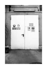 . (Alex Sander S.) Tags: epsonv500 kodak iso100 analogphotography planar45mm contaxg1 45mm urbanphotography caffenol darmstadt film filmisnotdead believeinfilm kodaktmax100 carlzeiss filmphotography carlzeissplanar urban contax 35mmfilm rangefinder tulichtwiese analog