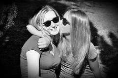 Tendres amitis (boomer_phil) Tags: bw tendresse amiti nikon d500 extrieur femmes friendships tenderness bokeh feminity models portraits modles lights shadows glamour artistique people artistic