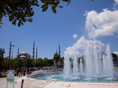 Blue Mosque, Istanbul and a open air cooling system. (George Cappadocië) Tags: fountain turkey cool istanbul bluemosque turkije excursion cooling excursie fontijn rondreis coolingsystem mygearandme openaircooiling