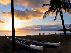 Nearing sundown (CNorth2) Tags: ocean park sunset summer usa beach canon hawaii day sundown pacific cloudy oahu united north powershot shore canoes states haleiwa g11 paddlers nearing
