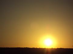 Sol saliente (andaluza catalana) Tags: solsaliente luzenelcielo solyoscuridad