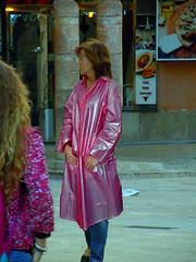 Who is this lady ? (mallorcarain) Tags: fetish nice boots vinyl streetshots raincoat pvc bottes fakes stiefel raincape regenmantel cir lackmantel impermables