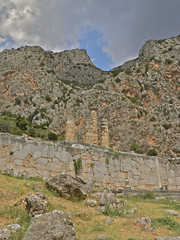 Delphi, Mount Parnassus (guillermogg) Tags: mountain oracle delphi olympus greece grecia gods thessaloniki montaña apollo mythology olympos mountolympus apolo greekgods delfos templeofapollo olimpo griegos mountparnassus templodeapolo diosesgriegos phocis monteolimpo valleyofphocis konomark monteparnaso