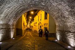 Arco de la Ronda (vicaltam) Tags: street city southamerica night lights luces noche calle quito ecuador arch strasse colonial ronda arco sudamerica pichincha