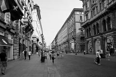 Milano (09) (Pier Romano) Tags: milano citt city milan lombardia metropoli italia strada street biancoenero blackandwhite monocromo monochrome italy centro center