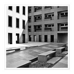 Rechterwinkel / right angle (Splitti68) Tags: europa europe deutschland germany hessen frankfurt frankfurtammain architektur architecture archtectur quadrat square schwarzweis blackwhite rahmen rechterwinkel right angle splitti splitti68 splittstser splittstoesser