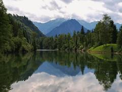 Auwaldsee bei Fischen/Allgu (Reinhard Hfkes) Tags: allgu auwaldsee fischen see wasser natur bayern berge alpen spiegelung bume