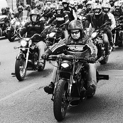Bruits de moteurs (chanutdominique) Tags: lyon motos scenederue street streetphotography scenesderue photoderue photosderue rue bw blackandwhite nb noiretblanc blackwhite blackwhitephotos black monochrome motorcycle