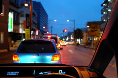 Day 268/366 : Rain at Dusk (hidesax) Tags: 268366 rainatdusk car dusk ageo saitama japan hidesax leica x2 366project2016 366project 365project street cars