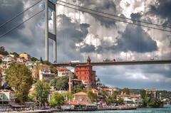 Estambul... (Leo ) Tags: puente casas cielo nubes mar estambul turqua