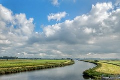 Rivier de Mark (sander_sloots) Tags: mark rivier beek riviertje trein spoorlijn water polder grasland river clouds train dutch dintel akkerland grass land