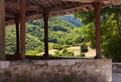 Medioda en Santa Cruz de la Real (Lagavulin2) Tags: espaa spain asturias verano iglesias pueblos 2012 porches caso flaga d90 caleao enmarcadas