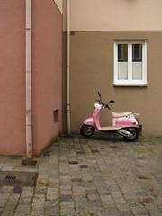 braun/beige/rosa (frollein2007) Tags: bayern beige vespa nuremberg rosa roller braun franken nrnberg beutebayern keineinstallation