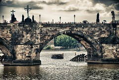 The bridge (Sor Inglish) Tags: water boat prague charles praha praga hdr turists