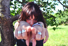 me? yap! (Sara Albo) Tags: portrait girl point hands mark retrato rings cantabria colindres
