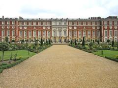 Hampton Court palace (mag2003...) Tags: west gardens court christopher palace surrey wren hampton sir molesey