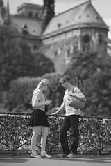 Balade Parisienne - Les Z'Amoureux - 2012 ( Phi Bokeh  dood) Tags: pictures paris photography noiretblanc nb amoureux baladeparisienne scenedevie auteurphotographe brunoluscher addictpictures phibokeh scenequotidienne