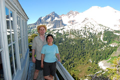 Mark & Chunlin at Park Butte (Sotosoroto) Tags: mountains washington hiking cascades mtbaker dayhike parkbutte
