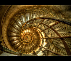 Ammonite (hgviola ) Tags: paris france stairs spiral lowlight nikon frankreich snail wideangle tokina treppe staircase handheld ammonite arcdetriomphe escargot schnecke hdr spiralstaircase parigi triumphbogen treppenhaus ammonit d300 uwa weitwinkel ultrawideangle wendeltreppe cagedescalier ultraweitwinkel 1116mm hgviola
