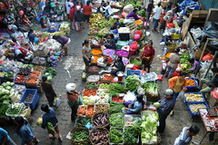 Ubud morning market (austinjosa) Tags: marketmorningmarket fruit vegetables flowers vendors bali ubud indonesia life dailylife commerce