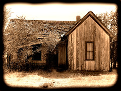 Abandoned Houe (Eyellgeteven) Tags: house home old used abandoned forgotten rustyandcrusty rundown dilapidated decay decrepit decayed sepia modified weathered collapsing junk rural country faded oxidized oxidation vacant broken haunted antique peeling ruins retired rustic eyellgeteven