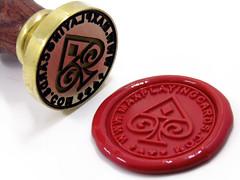 Sello de lacre personalizado (www.omellagrabados.com) Tags: gravures grabados gravat engravings gravure lacre seal sello sceau cachet cire wax waxseal v custom brass personnalis personalizado