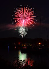 Fireworks over Ithaca (jlaux42) Tags: nikon mayor fireworks patriotic ithaca explosions 4thofjuly fingerlakes cayugalake stewartpark tremanmarina cayugainlet 18105vr d3100 svantemyrick