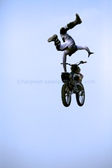 Motorbike-stunt 2886 (Harpreet Salariya Stock Photography) Tags: freestyle motocross fmx viewfrombehind motorbikestunt xfighters