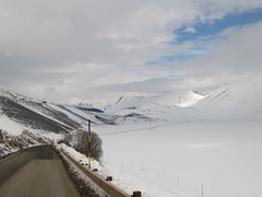 Pian Grande, Umbria (2) (rh1192) Tags: italien winter italy snow grande italia piano italie umbria castelluccio