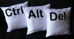 Almohadón ctrl alt del (Lady Krizia) Tags: computer pc geek pillow diseño vinilo ctrlaltdel wilwarin estampado almohadon termoestampado