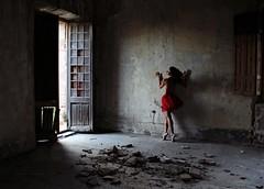 abandoned palace (Sus Blanco) Tags: light ballet selfportrait abandoned conceptual autorretrato