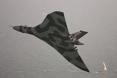 Avro Vulcan. XH558. (Wally Llama) Tags: aircraft aviation eastbourne vulcan beachyhead autofocus xh558 avrovulcan gvlcn eastbourneairborne
