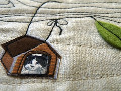 sneak ... (monaw2008) Tags: dog leaves bag handmade linen tags felt fabric denim applique dackel monaw monaw2008
