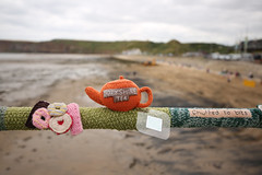 Tea biscuits and knitting.. (ThrottleUK) Tags: yorkshire tea knit knitting saltburn by sea pier kettle biscuits beach
