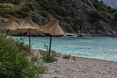 Stara Baska, Krk (Eleonora Cacciari) Tags: calaluka krk isoladikrk ombrello ombrelloni spiaggia croazia republikahrvatska repubblicadicroazia sassi paradiso